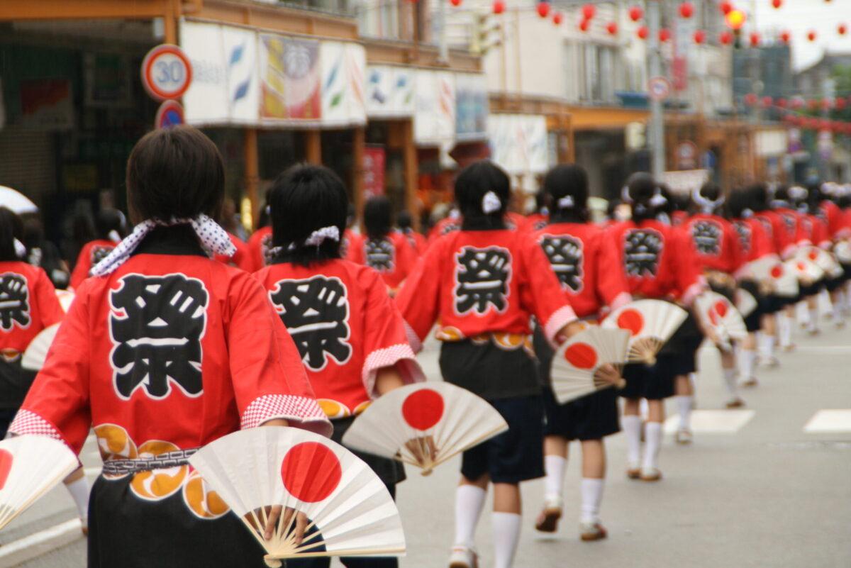 富山県を代表する民謡の一つ「せり込み蝶六(せりこみちょうろく)」