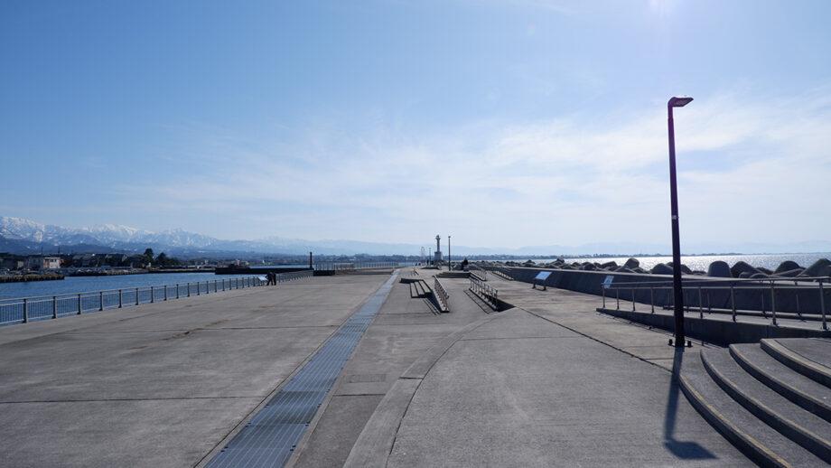 穴場の「魚津港南緑地」へ。開放感あるおすすめロケーション!